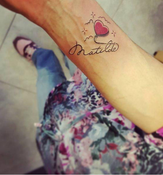 Jaki napis zrobić na tatuażu na nadgarstku? - Wizaz.pl