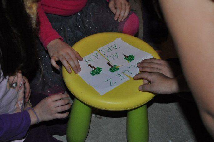 Après l'anniversaire d'Elynn version «famille», puis version «classe entière», dont vous avez pu voir quelques photos précédemment, Elynn a tenu à inviter ses meilleures copines de classe, à la maison, pour fêter une 3ème fois ses 6 ans. C'était une … Lire la suite →