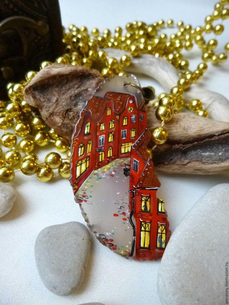 "Купить Кулон ""Улица Алых Стен"" - бордовый, алый, улочка, старый город, Ехо"