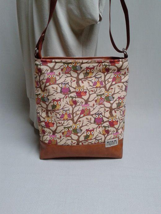 Nagyon szép mintás vászon anyag és textilbőr kombinációjával készült ez a #baglyos, mustárszínű Cross-bag női #táska.