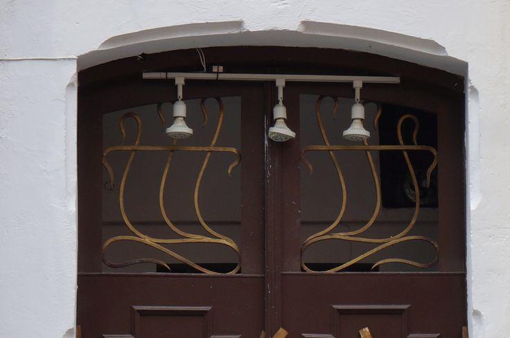 Detalle de puerta en la parte superior casa en la 4 for Puerta 7 campo de mayo