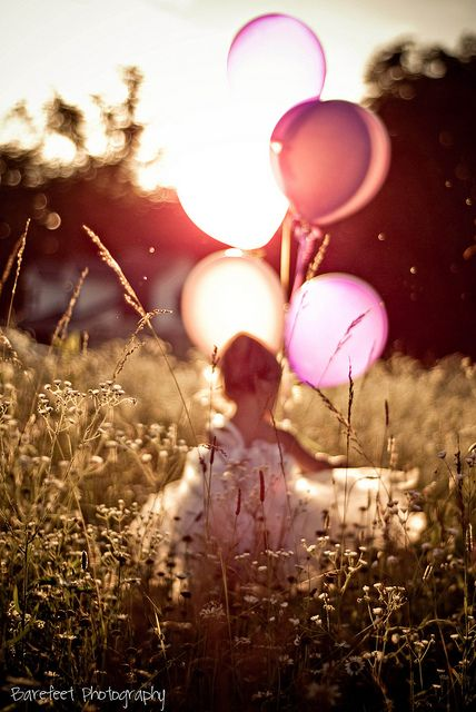 Balloons for her birthday...LOVE this! Take a morning pic with balloons on her birthday, then a shot like this the evening of her birthday!