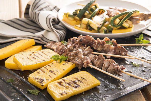 Arrosticini e polenta alla griglia con zucchine in scapece | Polenta Valsugana
