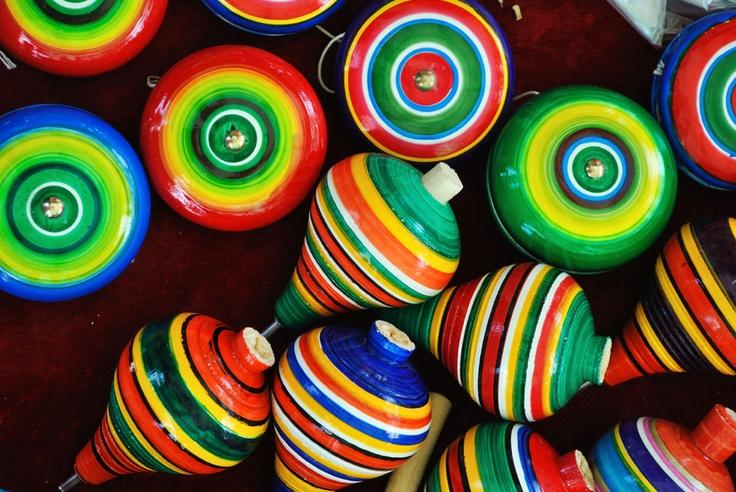 colores y trompos (juguetes mexicanos)