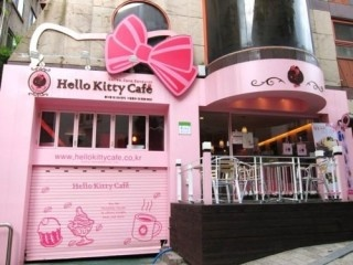 hello kitty cafe! wow...