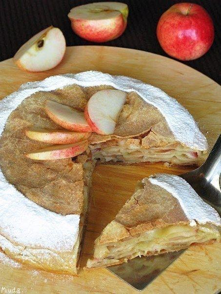 Фото к рецепту: Слоёный яблочный пирог
