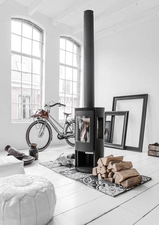 les 25 meilleures id es de la cat gorie po le bois d cor sur pinterest po le a bois. Black Bedroom Furniture Sets. Home Design Ideas