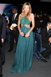 obsessed w/ this look!!!  almost worth not having a bagel for...almost!  Jessica Hart in Ferragamo