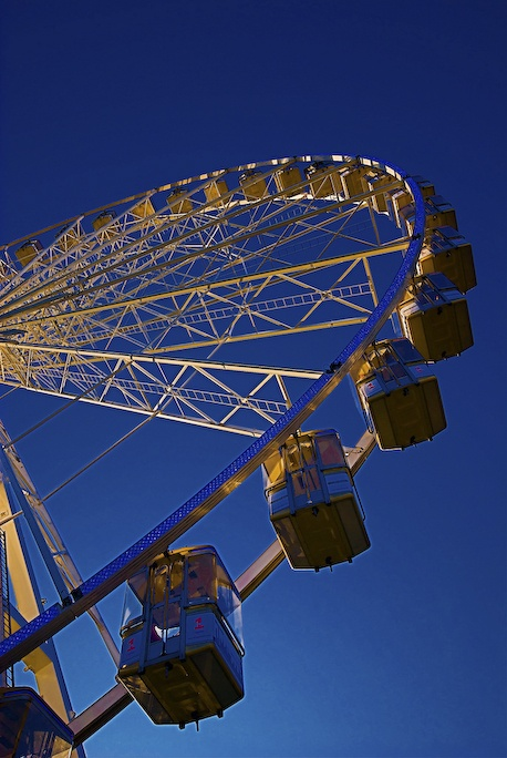 fairlight by Marc Melander - A ferris wheel in Liverpool City centre catches the last of the light.