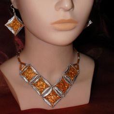 """Parure collier + boucles d'oreille :"""" opus orangé"""" en capsules café aluminium recyclées, perles de rocaille"""