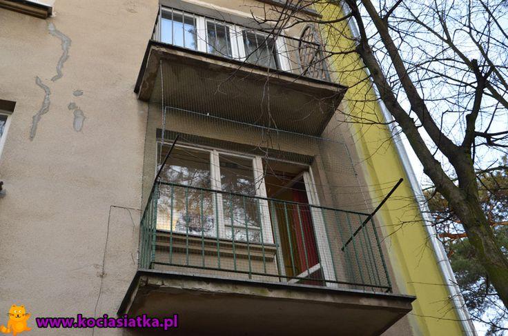 Tak wygląda balkon z otwartym modułem podnoszenia siatki.