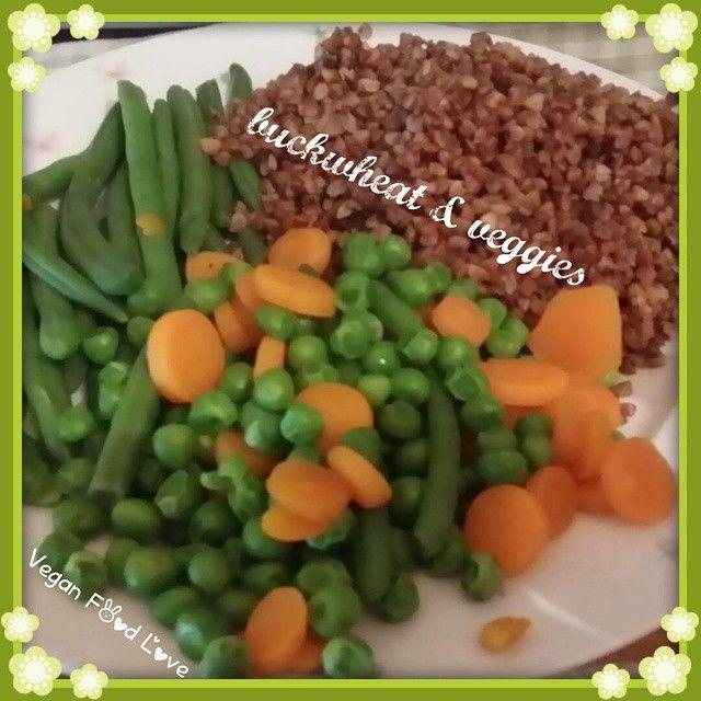 Buckwheat with green beans, peas and carotts , boring healthy lol #vegan #veggie #veggies