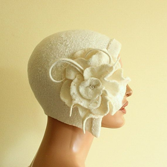 White hat Felted hat with brooch Felt hat Cap felted ♡ by ZiemskaArt
