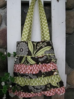 Ruffled layer purse TutorialLayered Pur, Bags Pursesto, Green Beans, Handbags Pur Tutorials, Sewing Ideas, Layered Handbags Pur, Skirty Purses, Pur Inspiration, Purses Wallets Bags