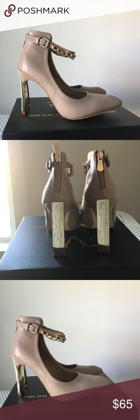 Versace 1969 Abbigliamento SPORTIVO srl 👠 NEW!!❣️ Versace 1969 Abbigliamento SPORTIVO srl 👠 NEW!!❣️nude color..gold tone heel Versace 1969 Abbigliamento SPORTIVO srl 👠  Shoes