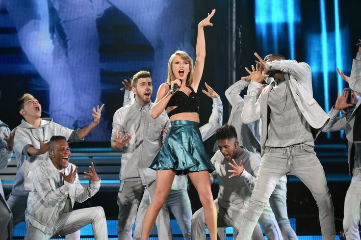 See All of Taylor Swift's Looks From the '1989' World Tour  - ELLE.com