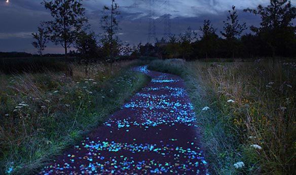 fietspad van lichtsteentjes door Daan Roosegaarde