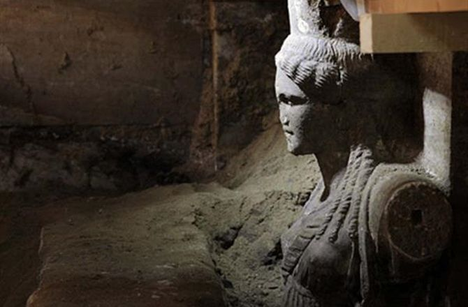 Amphipolis-Two finely carved female figures called Caryatids have been unearthed inside the mysterious tomb-in Amphipolis, which dates from the time of Alexander the Great.