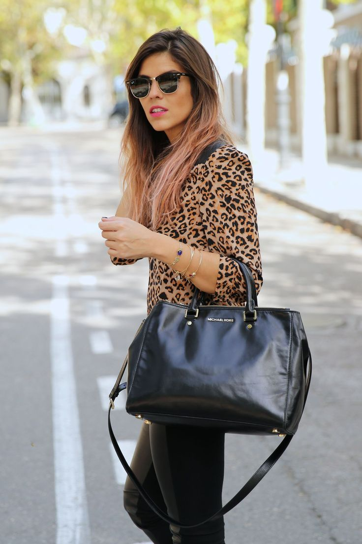 trendy_taste-look-outfit-street_style-ootd-blog-blogger-fashion_spain-moda_españa-leo_print-leopardo-converse-all_star-michael_kors-leggings-clubmaster-8