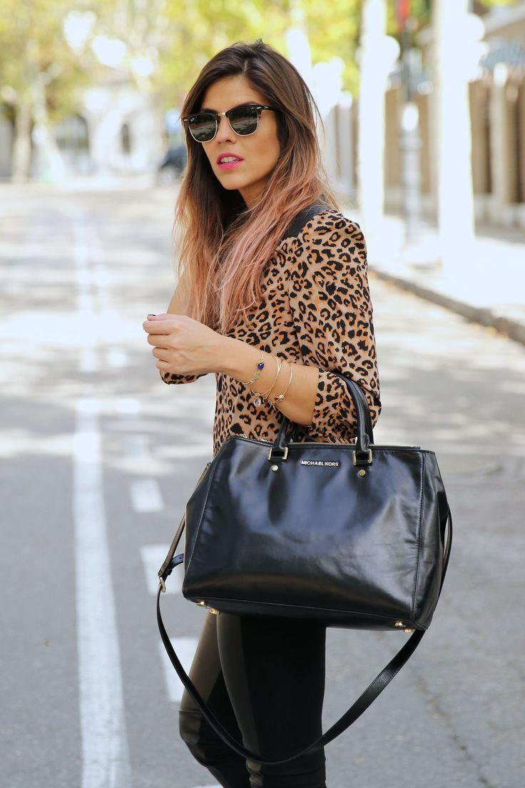 trendy_taste-look-outfit-street_style-ootd-blog-blogger-fashion_spain-moda_españa-leo_print-leopardo-converse-all_star-michael_kors-leggings-clubmaster-8