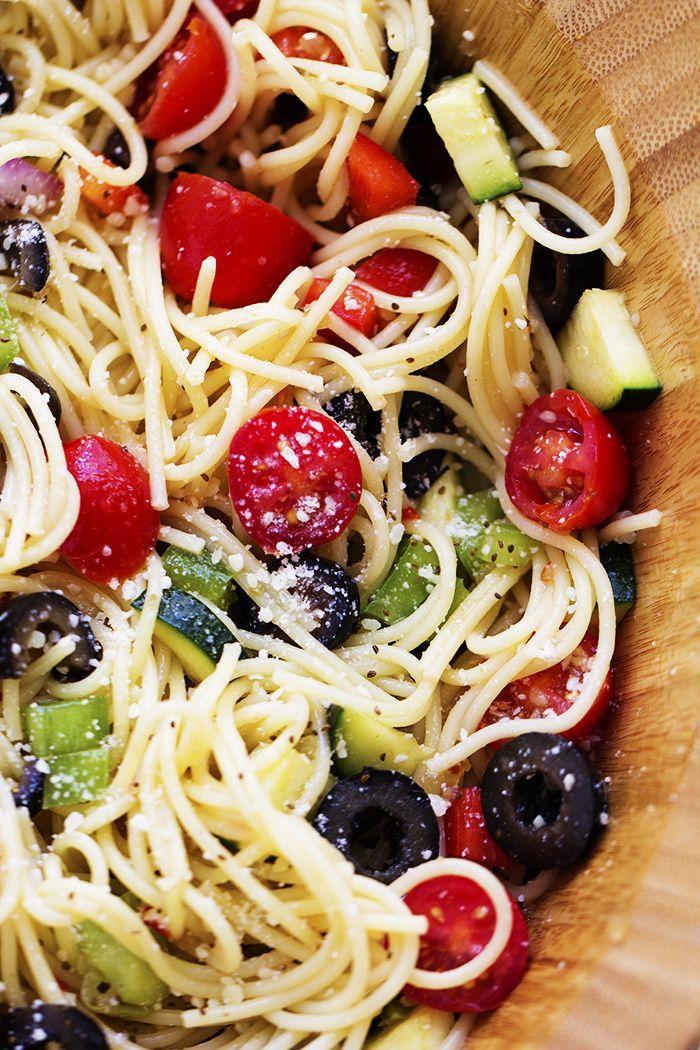 Gyors, könnyű vacsorát készítenél? Válaszd a friss zöldségekkel és fetasajttal bolondított spagettit! #nemzetkozikonyha #konyha #recept #spagetti #zoldseg #zoldsegek