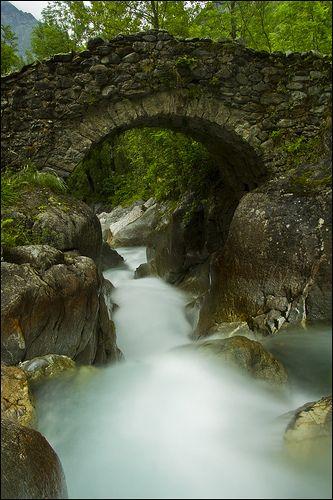 Pont des Oulles, Valgaudemar, France