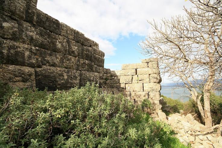 Τμήμα των Μακρών τειχών στη Πειραική