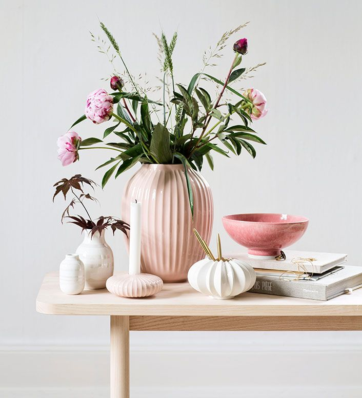 Mix pink shades with light woods to create an elegant summer idyl.