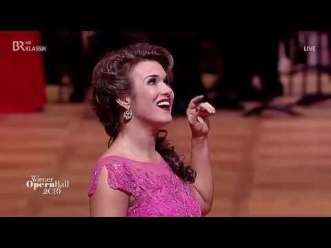 Olga Peretyatko sings   Chi il bel sogno di Doretta