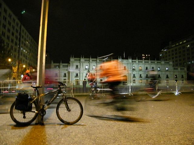 Mi cleta frente a La Moneda