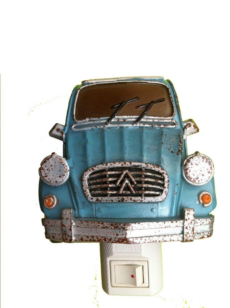 Jouw kleine automonteur wordt helemaal gelukkig van dit nachtlampje in de vorm van een eend oftewel 2CV. Price €17,95