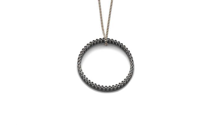 Liliana Guerreiro | Colecções - Silver pendent, handmade with a filigree technique, mesh