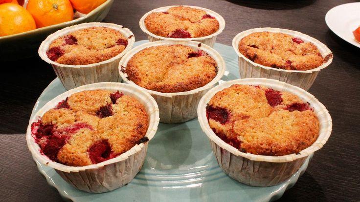 Riktigt goda muffins med fin smak av mandel och kardemumma och som pricken över i sötsyrliga aromrika hallon.