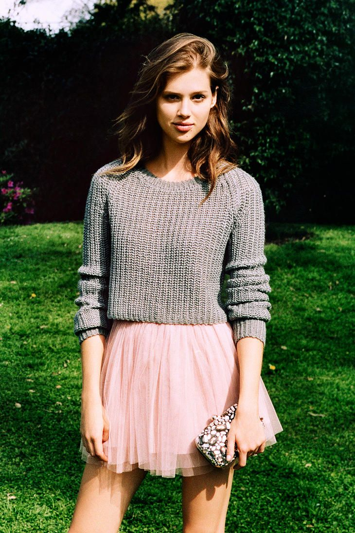 grey and pink pairs so lovely together. such a cute outfit, I love the ballerina skirt!