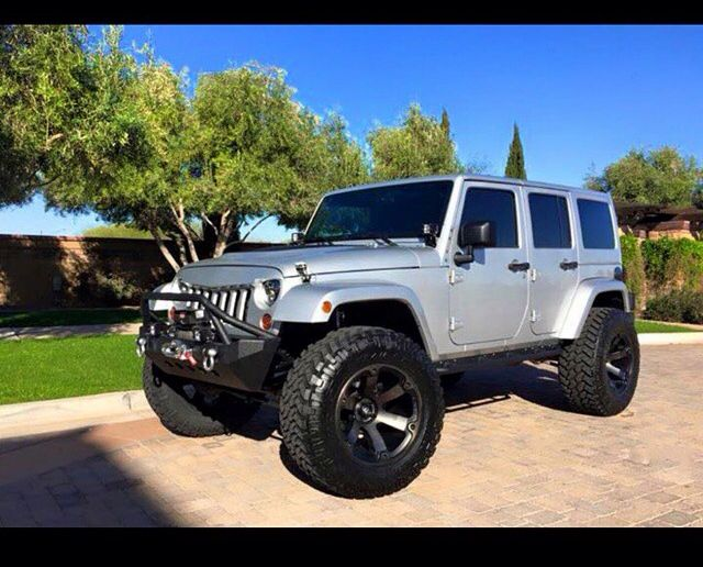 Silver Jeep Jk With Modified Whels Grill Amp Lift Jeep