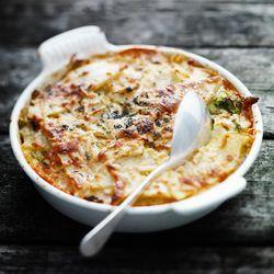 ZTRDG.nl kookt recepten in het seizoen en maakt een groente-ovenschotel met cheddar en chorizo Lees meer op ZTRDG.nl.