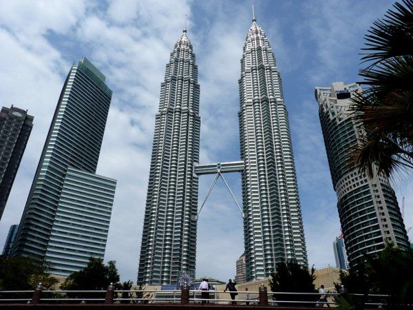 14. Petronas Towers Kuala Lumpur - These twin towers were the tallest buildings in the world in the period from 1998 to 2004, and still are the tallest twin buildings in the world. Their complex and supermodern design initiated the construction of the post-modern Kuala Lumpur.