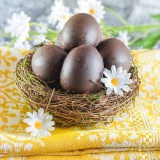 Sweet, creamy fondant filling encased in rich chocolate makes these Vegan Creme Eggs irresistible! A copycat version of that oh so popular Easter treat from Cadbury minus the egg white, cow's milk, natural flavours, emulsifiers, high fructose corn syrup & artificial colours.