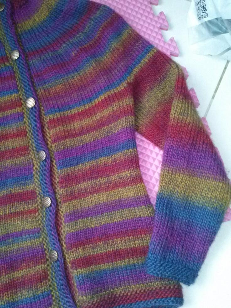Caroling Cape Knitting Pattern : 100% lana, botones de metal. Tejido a dos agujas por Violeta Navarro tejido...