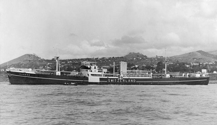 Το KASSOS της εταιρείας Κάσσος Α.Ε., ένα από τα 15 πλοία που ναυλώθηκαν και ταξίδεψαν για λογαριασμό της κυβέρνησης της Ελβετίας σε όλη τη διάρκεια του Πολέμου. / The KASSOS owned by Kassos Steam Navigation Co. Ltd., one of 15 Greek ships chartered to the Swiss government during WWII.
