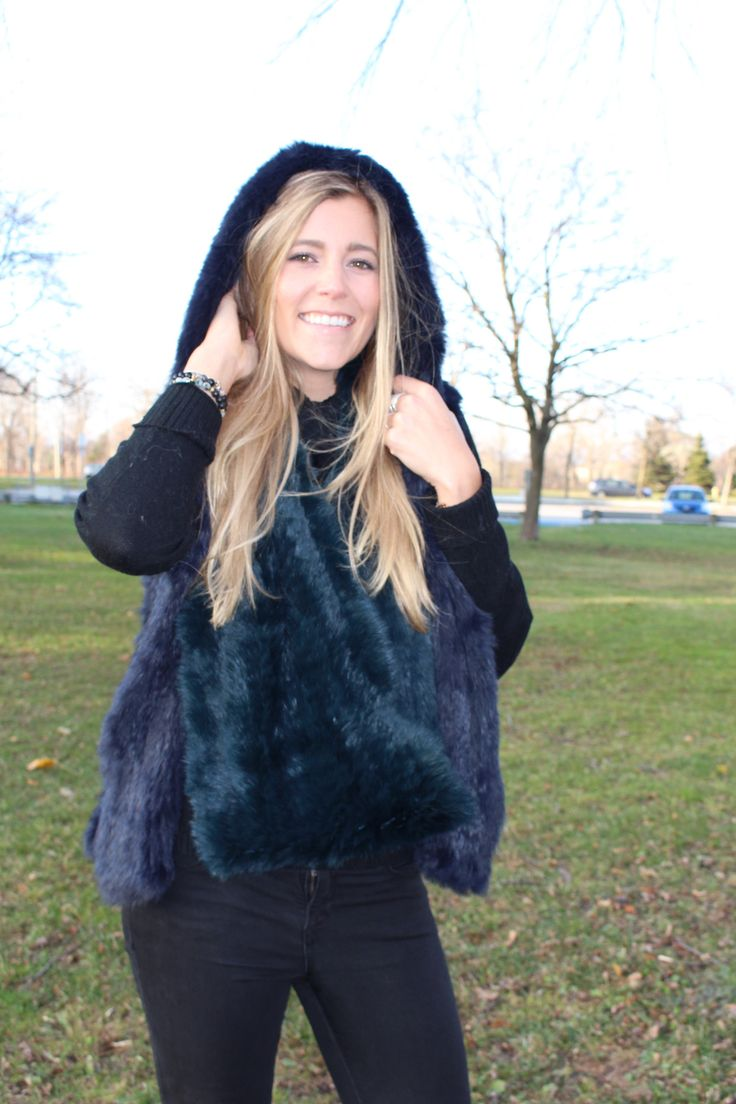The Hooded Knit Rabbit Vest - Lindo F