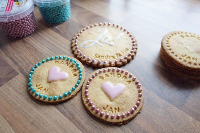 Personalisierte Kekse für die Hochzeit als Gastgeschenk oder für die Candybar? Geht ganz einfach!  Mehr dazu auf: http://www.liebe-zur-hochzeit.de/personalisierte-kekse-als-gastgeschenk-fuer-die-hochzeit/