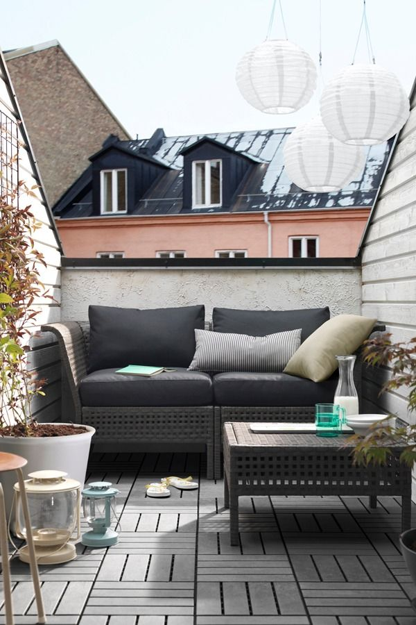 Combine the sections in the IKEA KUNGSHOLMEN outdoor seating series to create a sofa that suits your space perfectly. Then add some cushions and just relax – it's made of rustproof aluminium and weather-resistant plastic rattan, so it's maintenance-free.