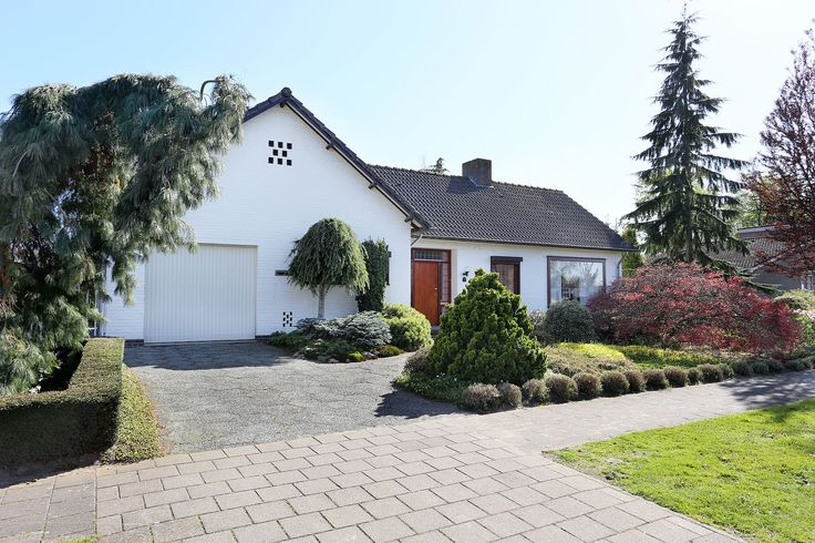 Populierenstraat 1 in Nederweert. Vraagprijs: € 319.000,- k.k. Ruime vrijstaande woning met inpandige garage.  Zie link voor meer informatie.