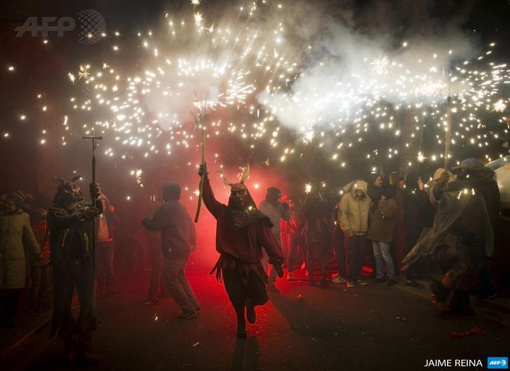 """SPAIN, Palma de Mallorca: A reveller wearing a demon costume takes part in the traditional festival of """"Correfoc"""" in Palma de Mallorca, on January 17, 2015. The Correfoc is a night of revelry in which participants dress as demons and devils, and move through the streets scaring people with fire and fireworks. AFP PHOTO/ JAIME REINA"""