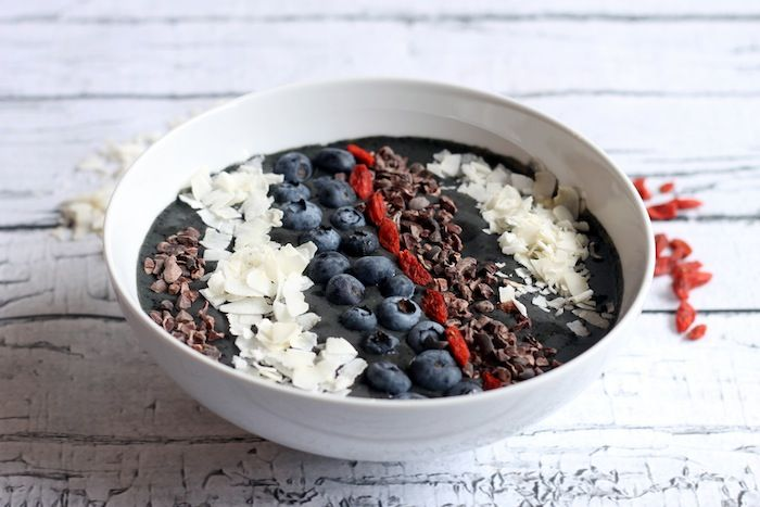 Blueberry Cacao Smoothie Bowl | Hummusapien