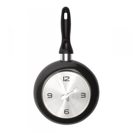 Wandklok in de vorm van een pan met wijzers van bestek. Leuk voor in de keuken! Diameter: 35 cm, voeding: 1 x AA-batterij (excl.)