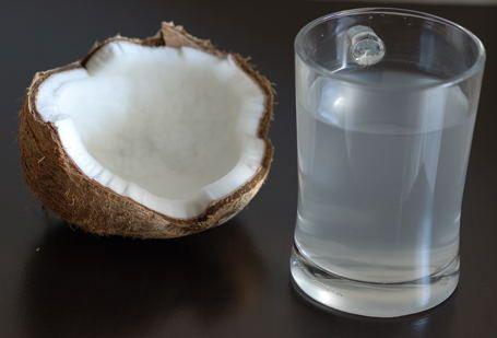 Esto es lo que le sucede a tu cuerpo cuando bebes agua de coco