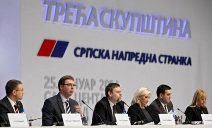 За плате новозапослених напредњака у јавном сектору 600 милиона евра  Шеф посланичке групе Демократске странке Борислав Стефановић изјавио је данас да је буџет за 2015. годину нереално пројектован и да грађани плаћају 600 милиона евра да би напредњаци радили у јавн