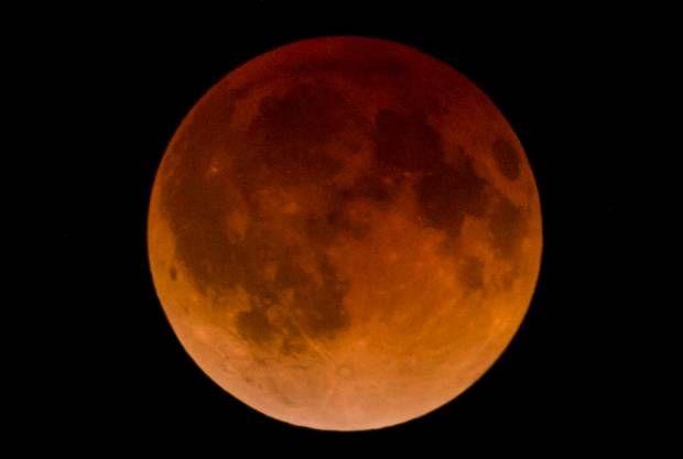 Fenomena Gerhana Bulan Merah Darah. A total lunar eclipse.